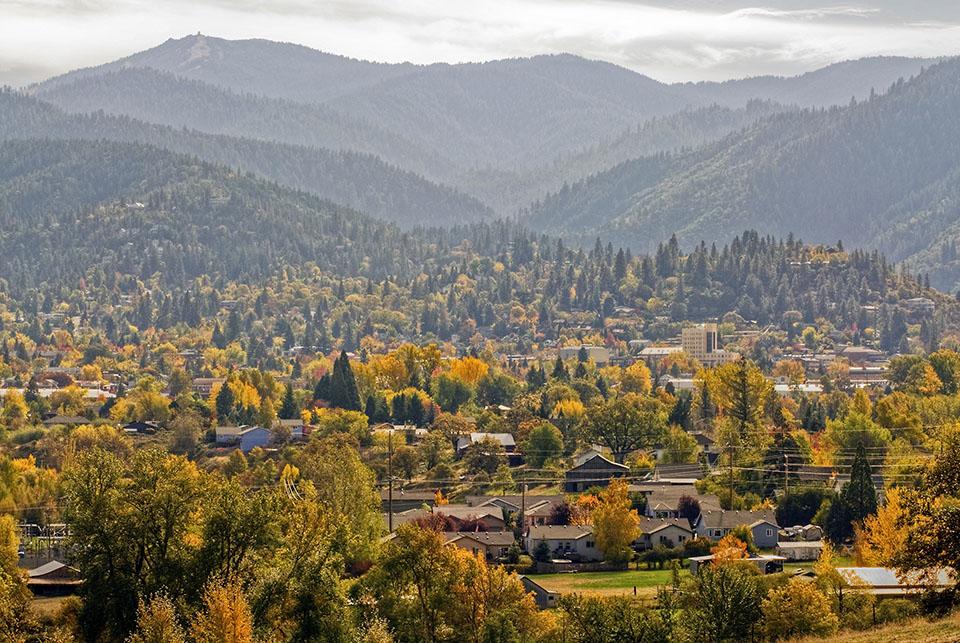 Greg Goebelt Talent Or Real Estate Downtown And The Siskiyou Mountains Ashland Oregon Sn 72